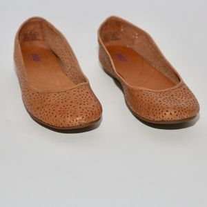 Clarks Indigo| Tan Neutral Brown Perforated Flats